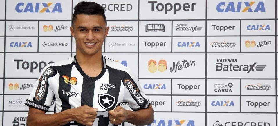 4beb207ca7 Erik celebra chegada ao Botafogo e se diz pronto pra jogar