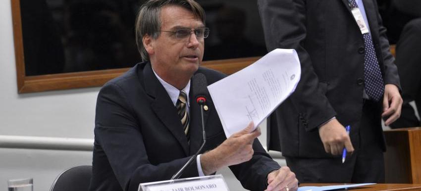 Resultado de imagem para Bolsonaro escrevendo